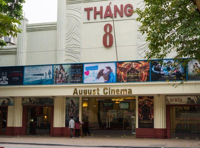 Ханой, Вьетнам - 16-ое ноября 2014: Кино в августе, очень старый кинотеатр, расположенный на улице Bai вида, минута 5 далеко от о стоковые фотографии rf