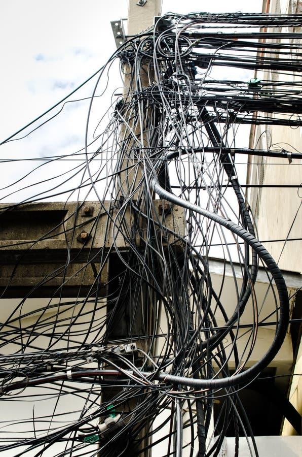 Хаос кабелей и проводов стоковая фотография rf