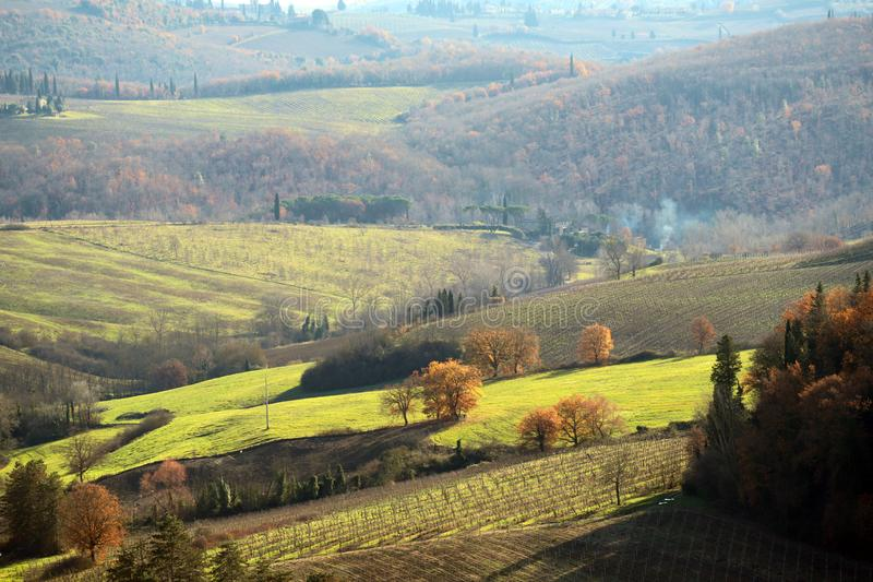 Характерный ландшафт Тосканы в осени Холмы Chianti к югу от стоковые изображения