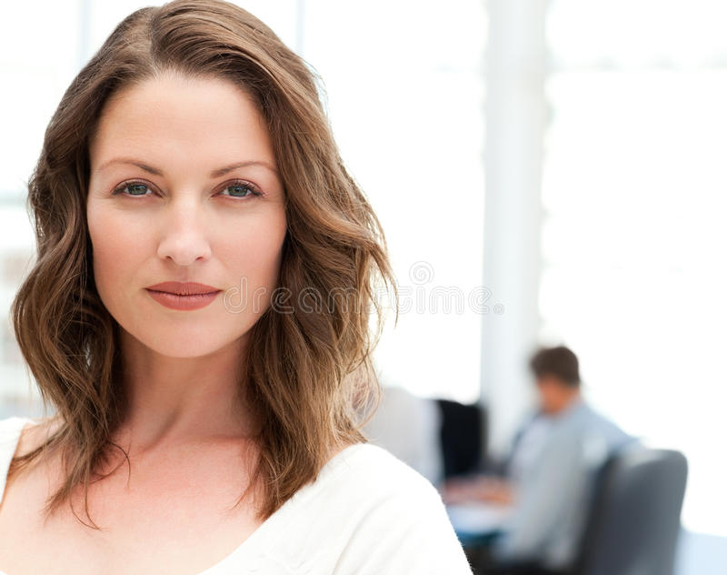 харизматическая женщина портрета встречи стоковое изображение