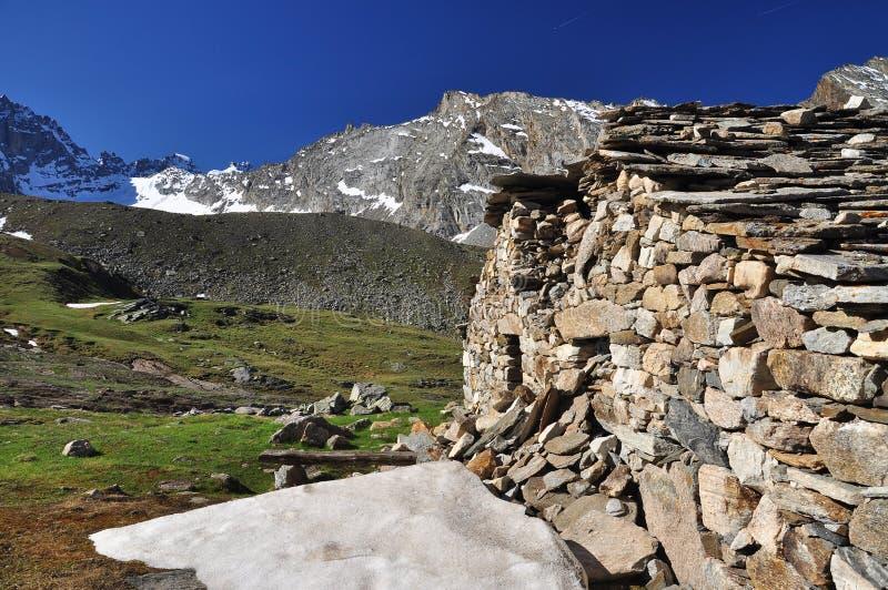Хата горы, Gran Paradiso, долина Aosta, Италия стоковая фотография