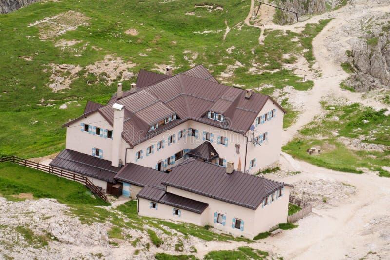 Хата горы, refugio в Альпах стоковое фото rf