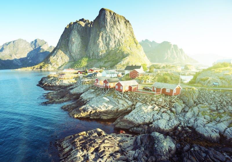 Хата рыбной ловли на временени - Reine, островах Lofoten стоковое изображение