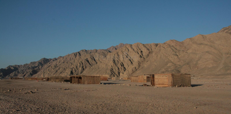 Хаты бедуина в пустыне стоковое изображение
