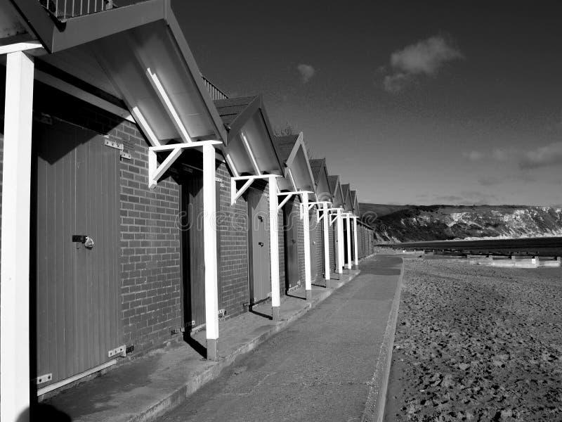 Хаты пляжа Суонси черно-белые стоковое фото rf