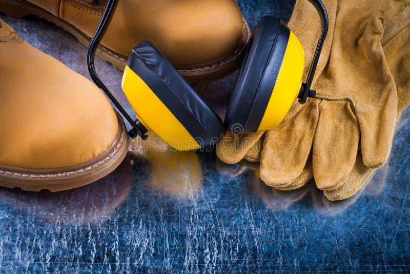 Халявы уха защитных перчаток кожаных ботинок и уменьшения шума дальше стоковое изображение