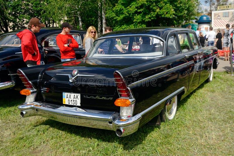 Хвостовой плавник и задние света запаса GAZ-13 Chayka винтажного автомобильного отображают стоковые фотографии rf