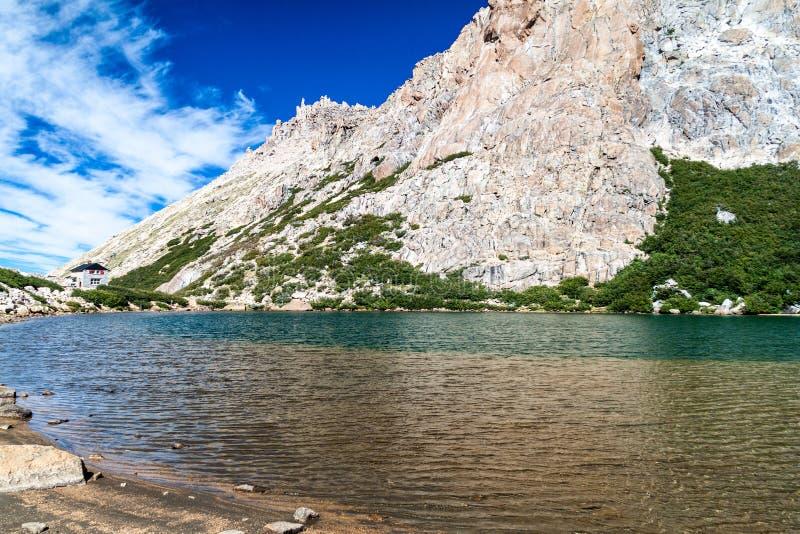Хижина Refugio Frey горы около Bariloche, Аргентины стоковая фотография