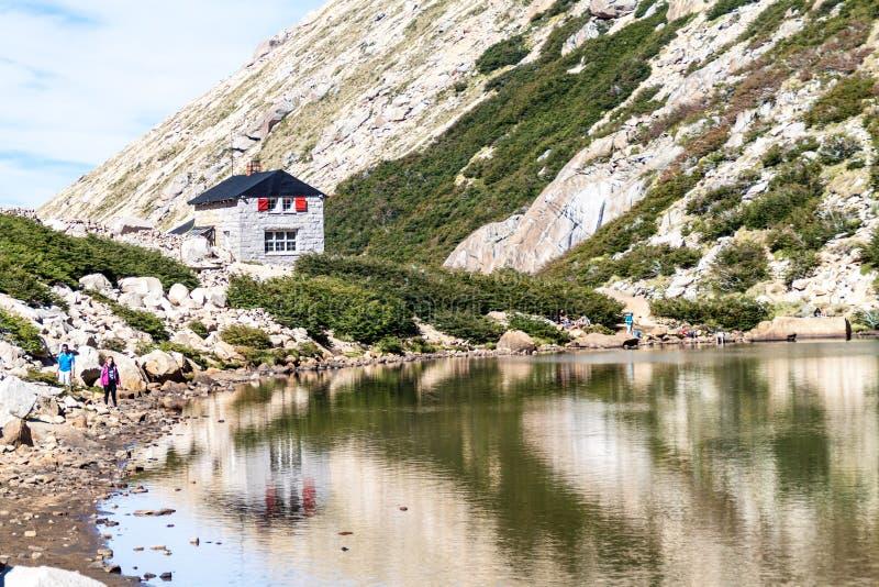 Хижина Refugio Frey горы около Bariloche, Аргентины стоковые фото