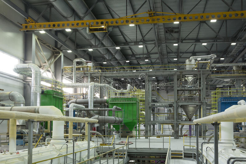 Химическая фабрика производящ синтетическую резину стоковые фотографии rf