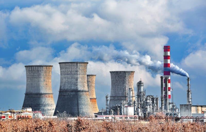 химическое масло фабрики стоковое изображение