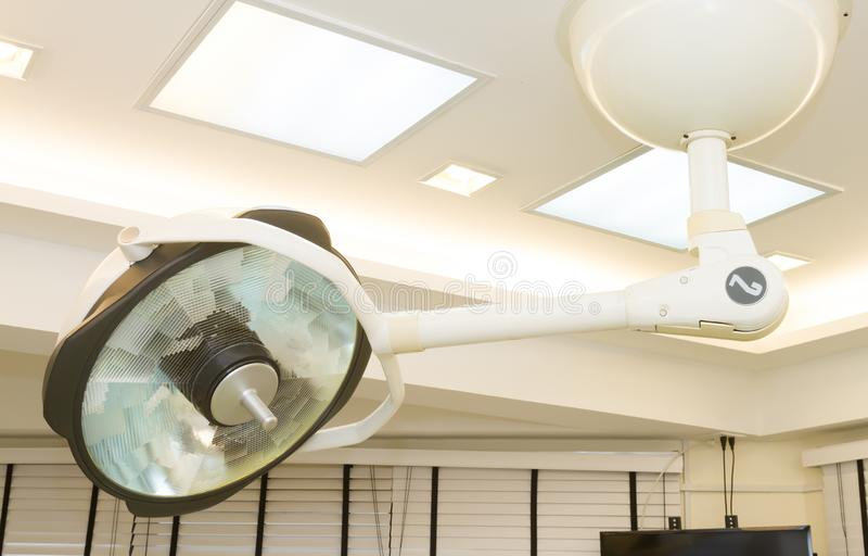 Хирургические лампы в комнате деятельности стоковое изображение