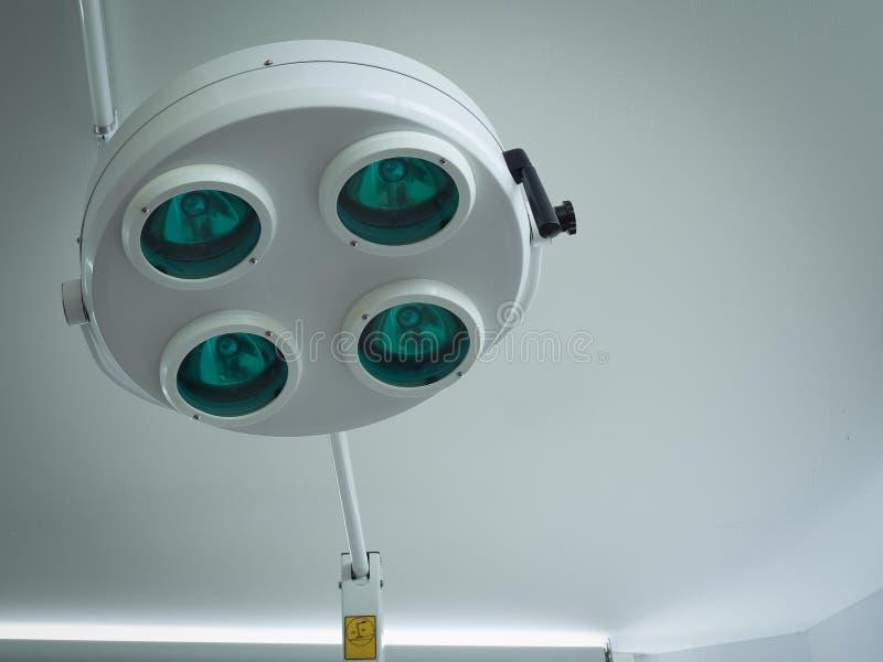 Хирургический свет или медицинская лампа в комнате деятельности стоковое изображение rf