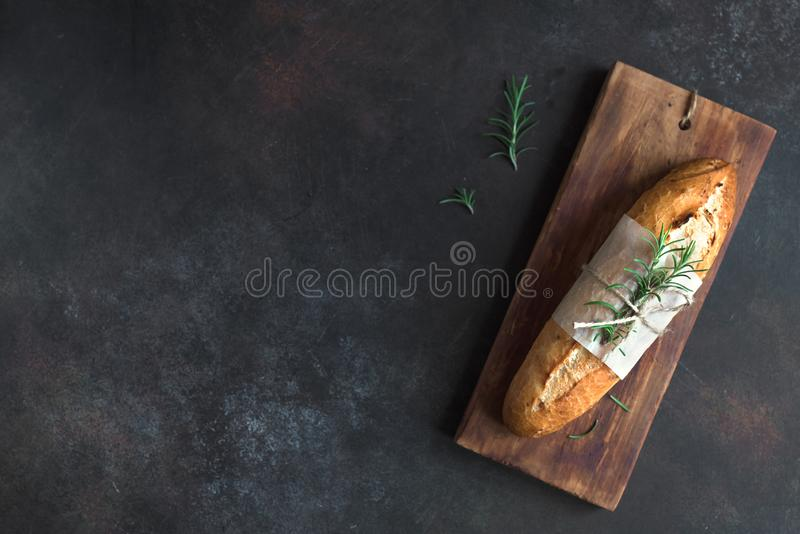 Хлеб багета с розмариновым маслом стоковая фотография