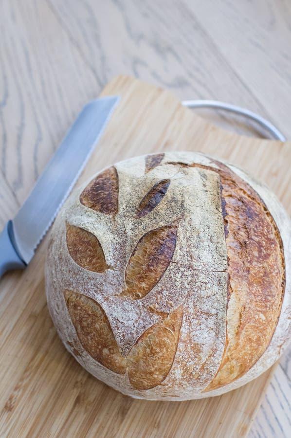 Хлеб всей пшеницы на столе стоковая фотография