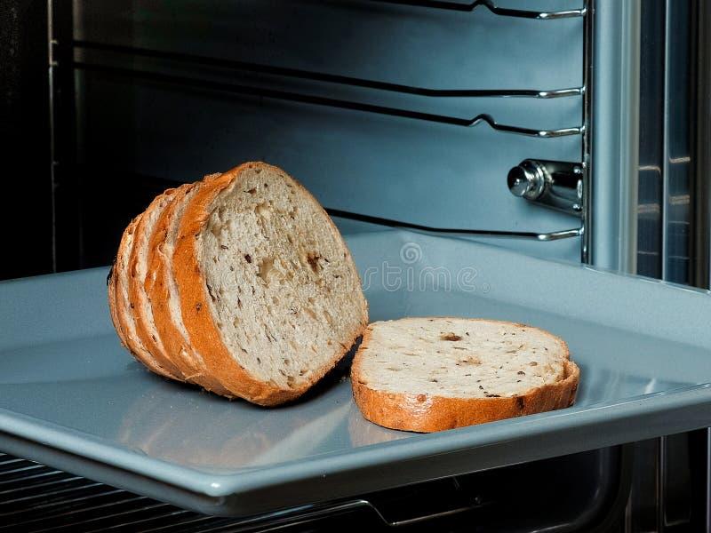 Хлеб в как раз испеченной печи для того стоковая фотография