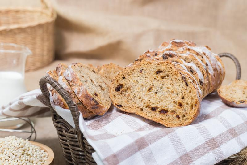 Хлеб в корзине стоковое фото rf
