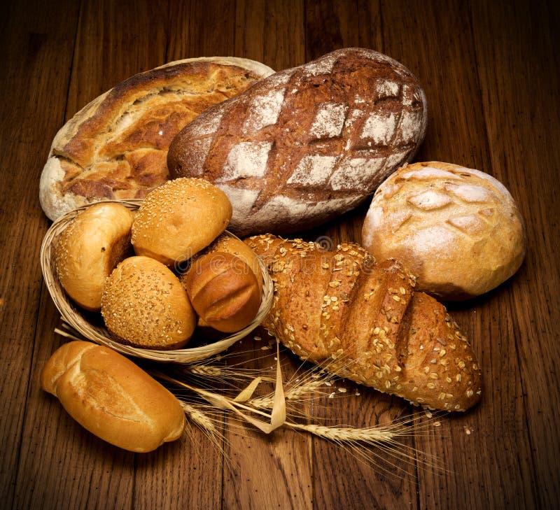 хлеб испеченный ассортиментом стоковые изображения