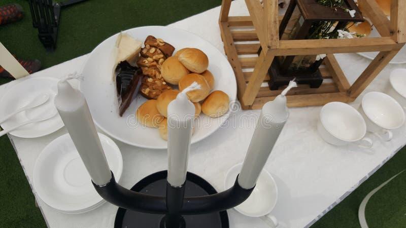 Хлеб и белый подсвечник стоковые изображения rf