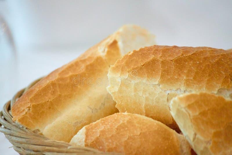 Хлеб на деревянной корзине от Алжира стоковое изображение