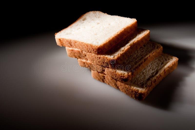хлеб отрезает белизну стоковые изображения rf