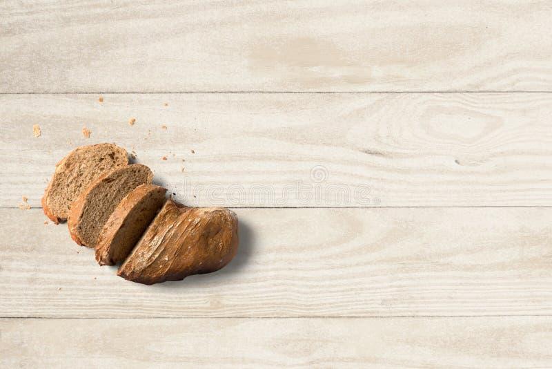 Хлеб отрезал в частях на чистой предпосылке стоковая фотография rf