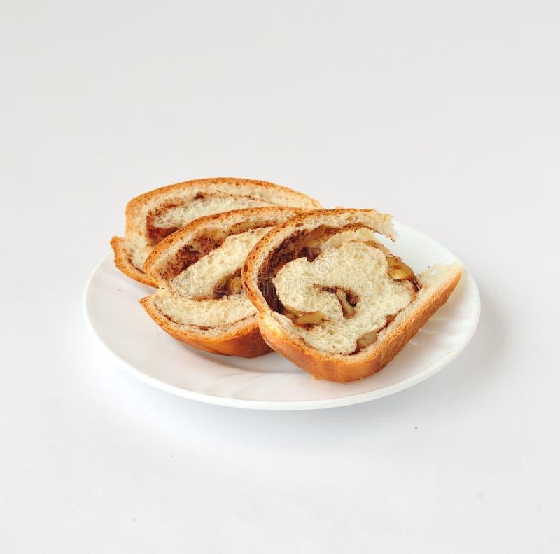 Хлеб свирли циннамона и грецкого ореха стоковые изображения