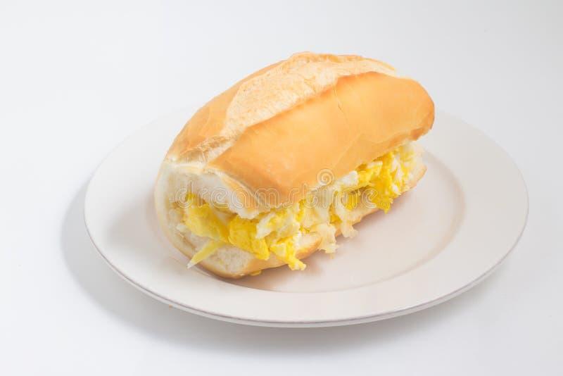 Хлеб с взбитым яйцом Ovo com Pao бразильянина стоковые фото