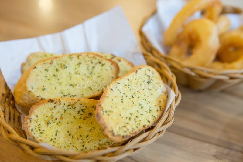 Хлеб чеснока и кольцо лука стоковое изображение