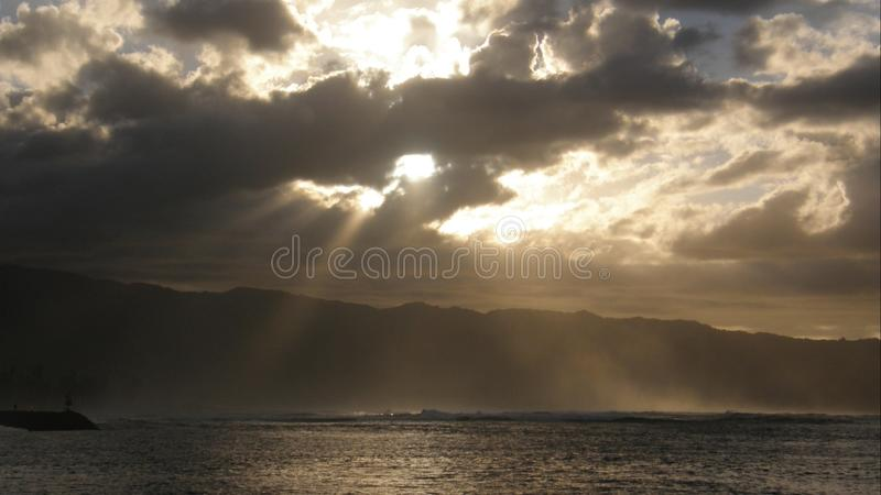 Хмурый заход солнца Гаваи стоковая фотография rf