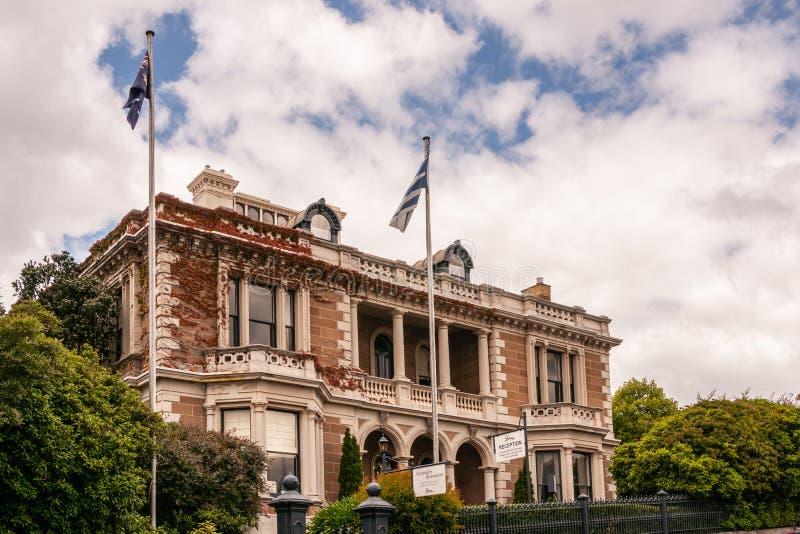Хобарт, Тасмания, Австралия - 13-ое декабря 2009: особняк Браун-камня исторический, теперь известный ресторан Александра под голу стоковые фотографии rf