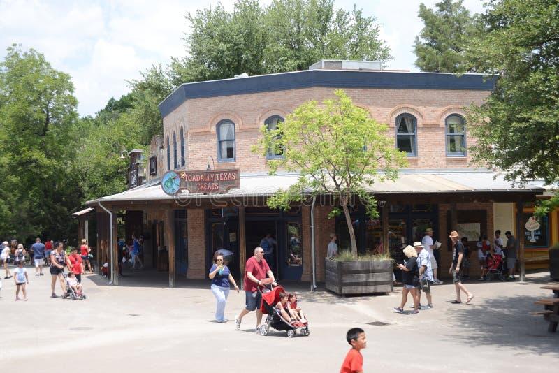 Ходоки зоопарка на зоопарке Fort Worth, Fort Worth, Техасе стоковое фото
