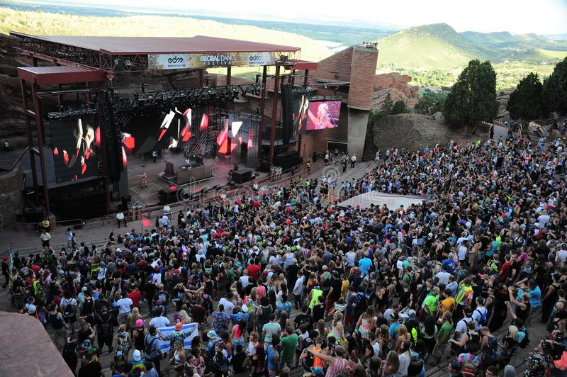 Ходоки концерта на глобальном фестивале танца стоковое изображение rf
