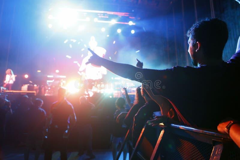 Ходоки фестиваля во время mallorca живут концерт фестиваля стоковые изображения