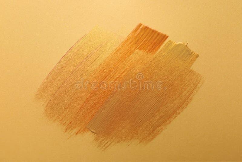 Ходы различных красок золота на предпосылке цвета стоковые изображения rf