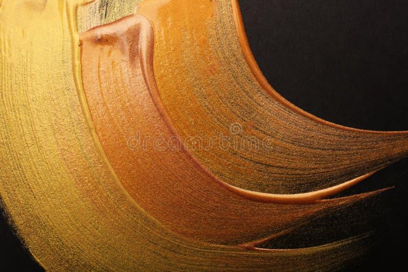 Ходы различных красок золота на темной предпосылке стоковые изображения