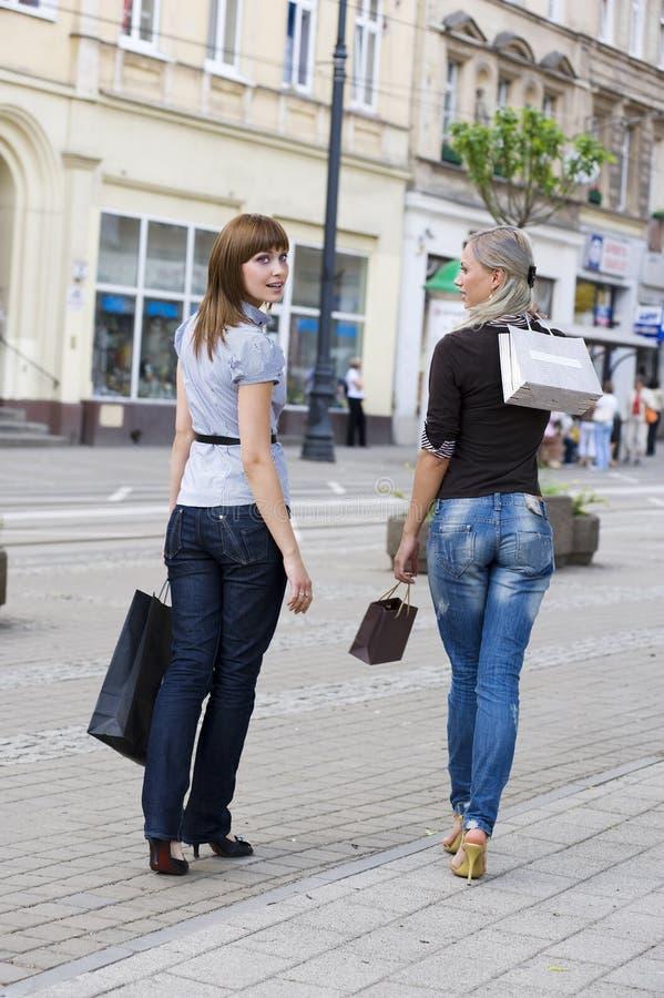 ходя по магазинам гулять стоковое фото rf