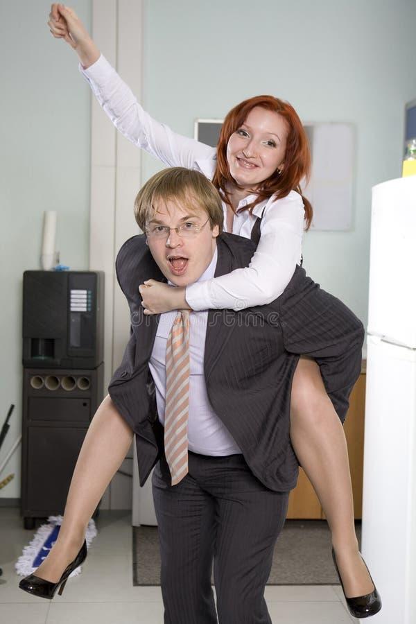 хозяйничайте его секретаршю езд езды офиса стоковое изображение rf