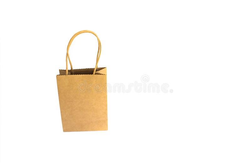 Хозяйственная сумка бумаги Брауна с руками изолированными на белой предпосылке стоковое фото rf