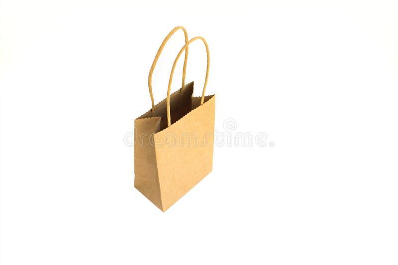 Хозяйственная сумка Opend коричневая бумажная с руками изолированными на белой предпосылке стоковые фото