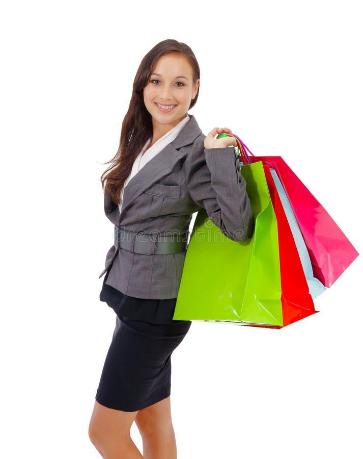 Хозяйственные сумки нося сногсшибательной молодой женщины стоковое изображение rf