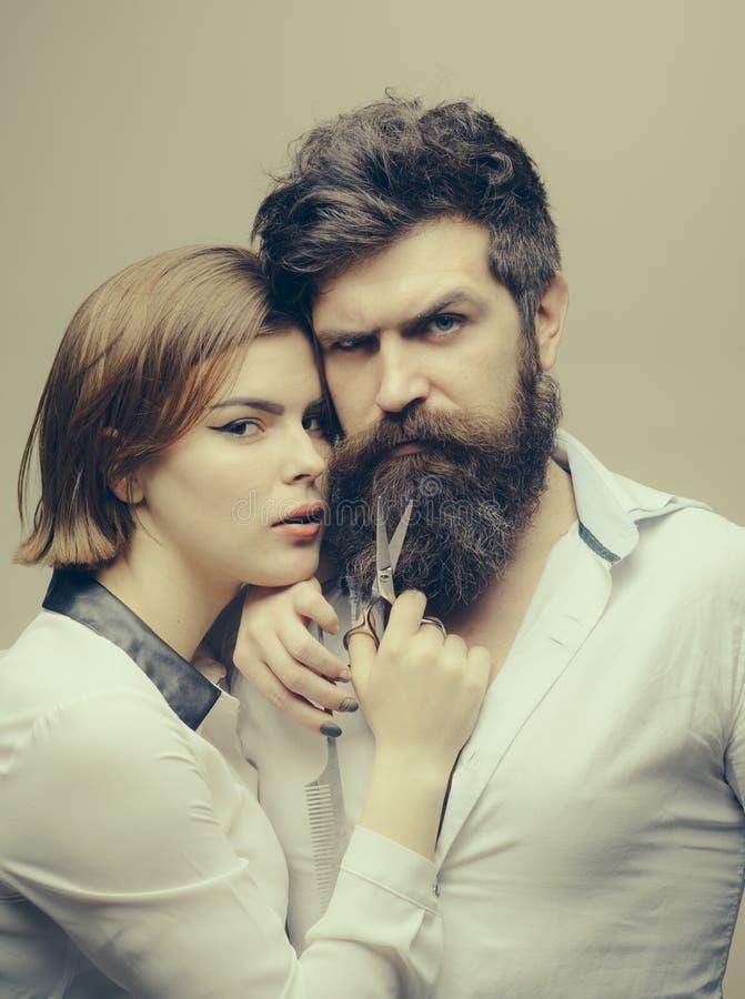 Холить бороды легкий Борода спички к вашей форме стороны Волосы вырезывания парикмахера девушки зверского бородатого битника Спец стоковое изображение rf
