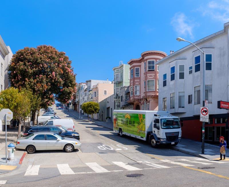 Холмистые улицы Сан-Франциско стоковая фотография rf