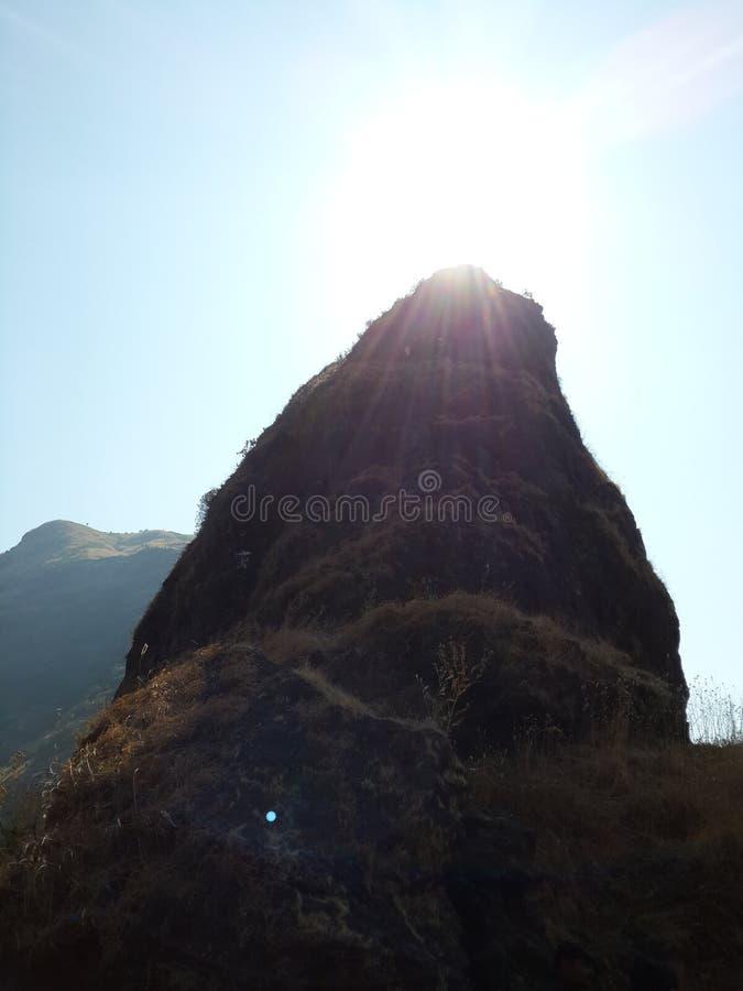 Холмы и горная цепь, взгляд ландшафта растительности деревьев стоковые фотографии rf