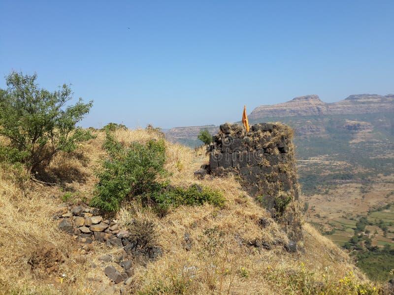 Холмы и горная цепь, взгляд ландшафта растительности деревьев стоковые изображения rf