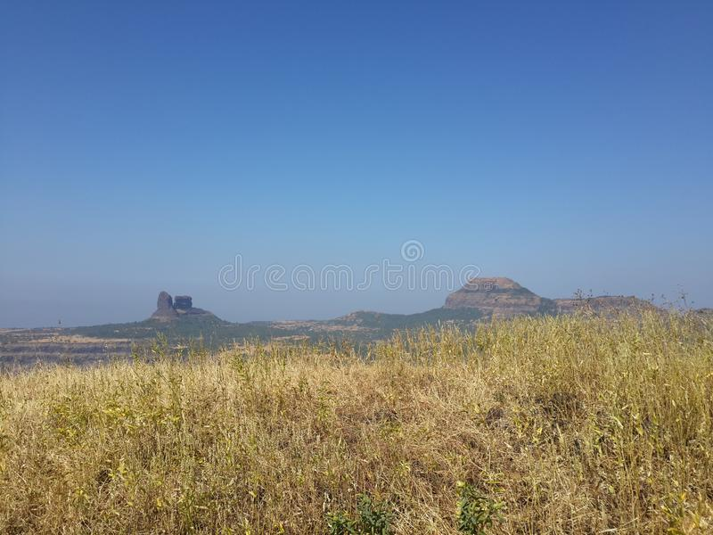 Холмы и горная цепь, взгляд ландшафта растительности деревьев стоковая фотография rf
