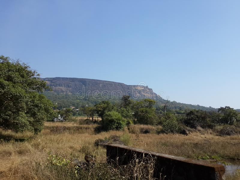 Холмы и горная цепь, взгляд ландшафта растительности деревьев стоковые изображения