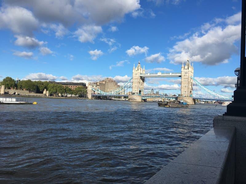 Холм и Темза башни стоковая фотография rf