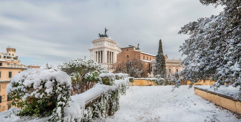 Холм Capitoline в Риме со снегом стоковые изображения