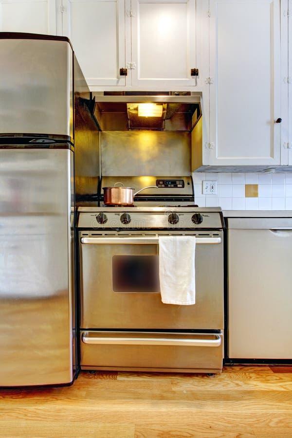 холодильник кухни крадет белизну печки стоковые фотографии rf